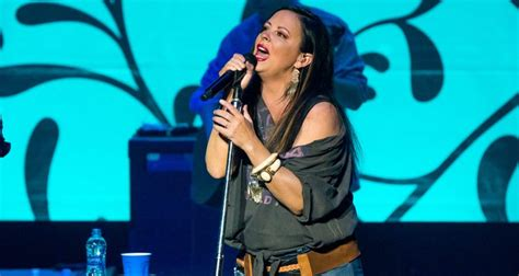 Sara Evans At Great Lakes Center Of The Performing Arts In