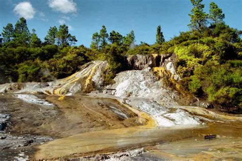 LIVING TRAVEL - NEW ZEALAND - North Island - Craters of