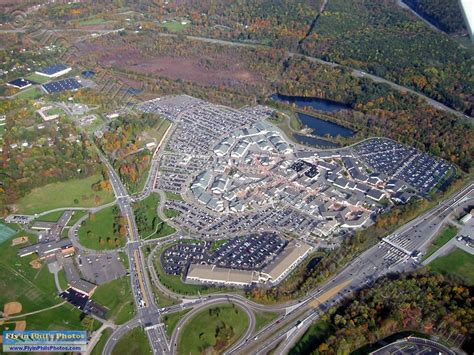 Woodbury Common Outlet Mall, Central Valley, NYC